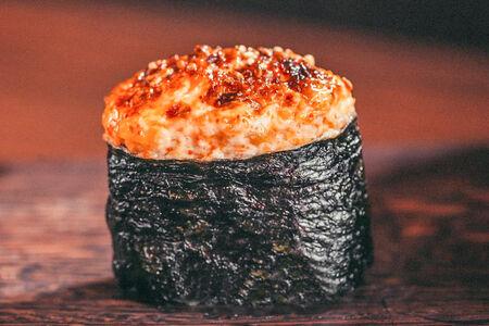 Запеченные суши спайс
