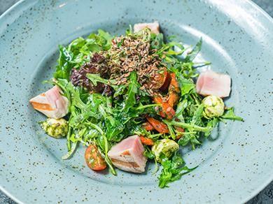 Салат с телятиной и руколой
