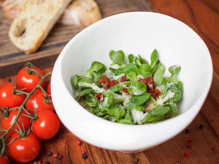 Салат с языком и горчичным соусом