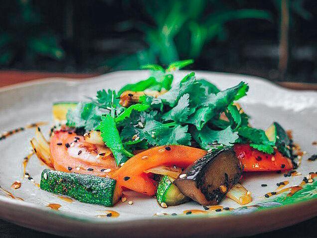 Салат Овощи с соусом терияки