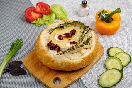 Камамбер в деревенском хлебе