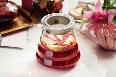 Чай малиновый с яблоком