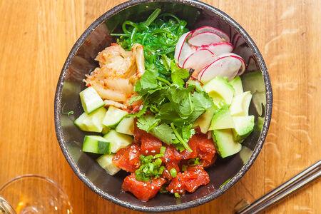 Поке с тунцом и авокадо