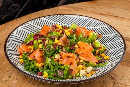 Салат Кале, лосось и авокадо