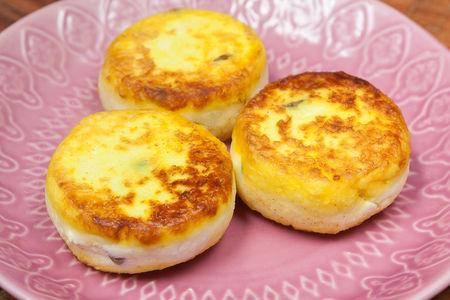 Сырник с изюмом