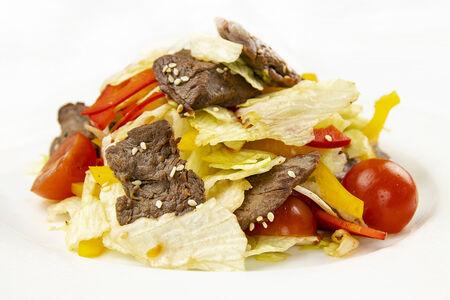 Фирменный теплый салат с говядиной
