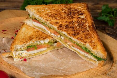 Сэндвич с лососем и сливочным