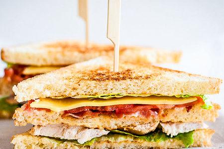 Сэндвич с лососем и творожным сыром