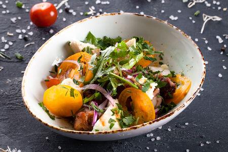 Салат с куриным бедром