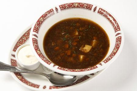 Грибной суп с перловкой и сметаной