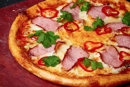 Пицца Острая со свининой