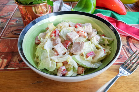 Салат с индейкой и йогуртовой заправкой