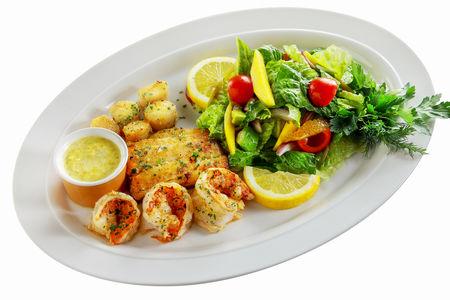 Морепродукты с соусом из цветов цукини