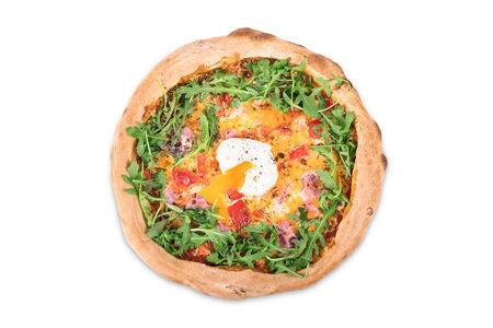 Пицца с яйцом пашот и ветчиной