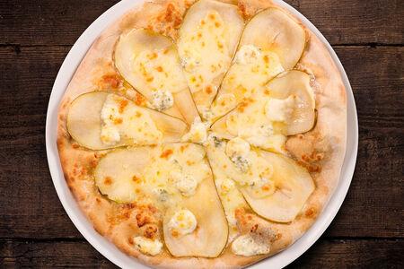 Пицца с грушей, горгонзолой и медом
