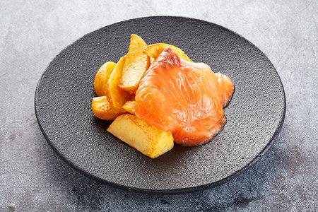 Картофель по-фермерски с семгой
