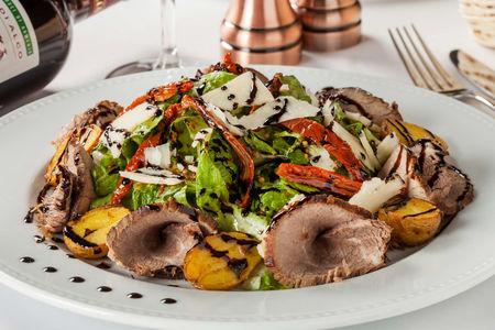 Салат с ростбифом и теплым картофелем