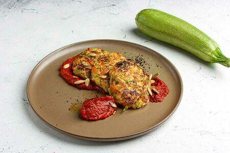 Оладьи из овощей с томатным соусом