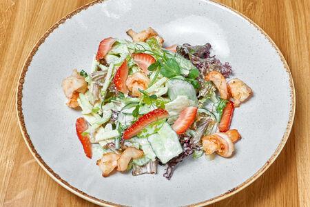Салат Зеленый с креветками и ореховым соусом