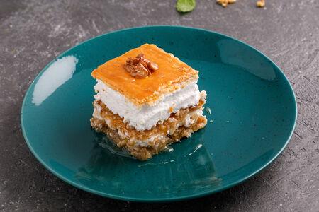 Десерт Пахлава с безе