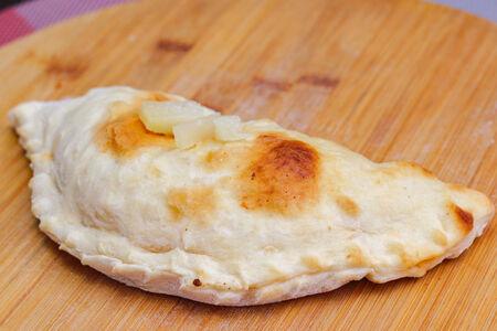 Пицца кальцоне Гавайская