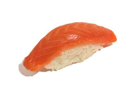 Суши Нигири копчёный лосось