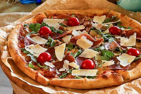 Пицца Феррари с пармской ветчиной