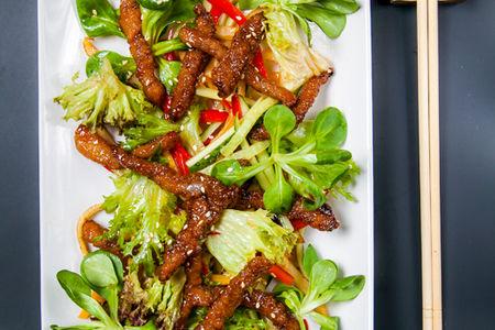 Салат с хрустящей уткой