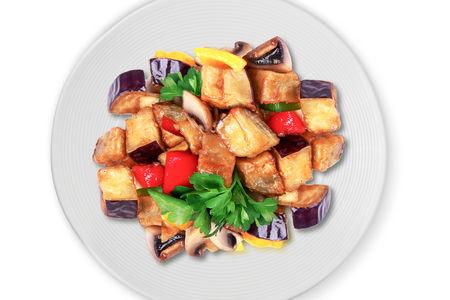 Баклажаны жареные с грибами и перцем в соусе Терияки