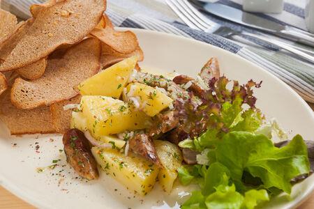 Теплый салат с немецкими колбасками