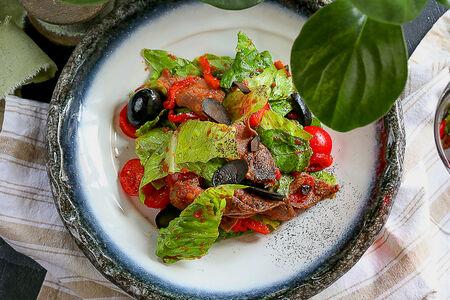 Салат с ростбифом и соусом Барбекю
