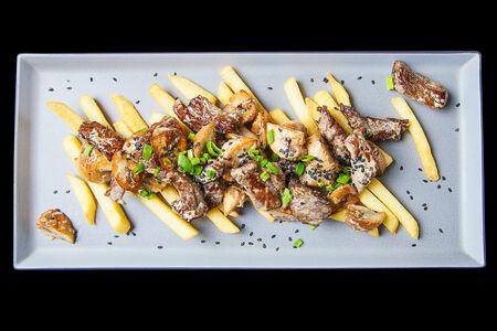 Говядина в соусе гамадари с картофелем фри