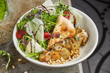 Салат с белыми грибами и кедровыми орехами