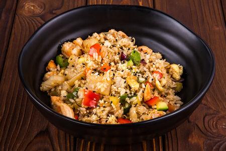 Жареный рис с курицей