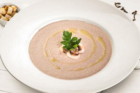 Грибной крем-суп со слайсами из шампиньонов