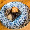 Фото к позиции меню Онигири с лососем гриль