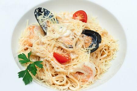 Паста с морепродуктами Альфредо