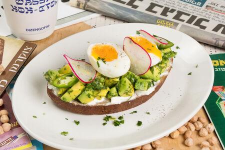 Авокадо тост с яйцом и сливочным сыром