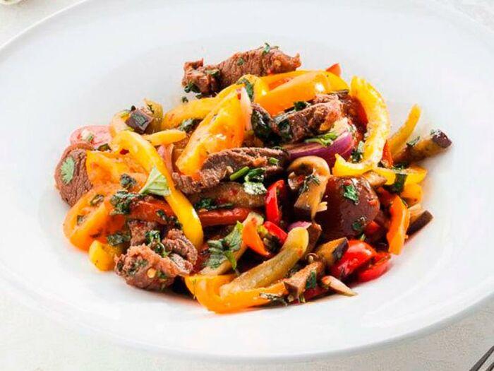 Тайский салат с говядиной