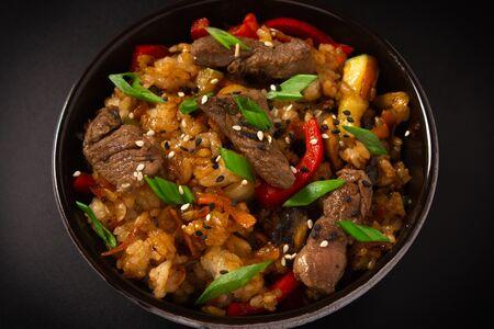 Чесночный рис с говядиной