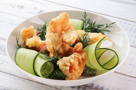 Салат с кальмаром темпура