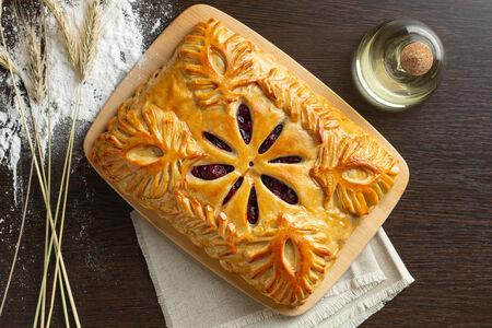 Русский пирог Брусника и яблоки