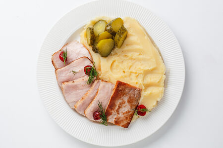 Буженина из свинины с картофельным пюре