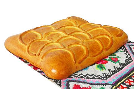 Пирог с горбушей и луком на дрожжевом тесте