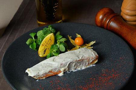 Филе семги в сметанном соусе