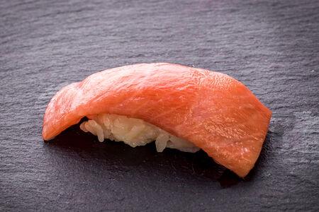 Суши с тунцом оторо