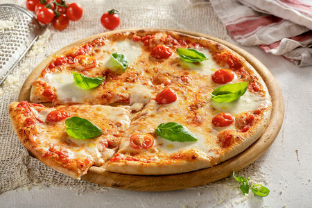 Пицца Маргарита Гурмэ 28 см, на тонком тесте