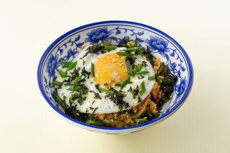 Вок с жареным рисом кимчи и мясом
