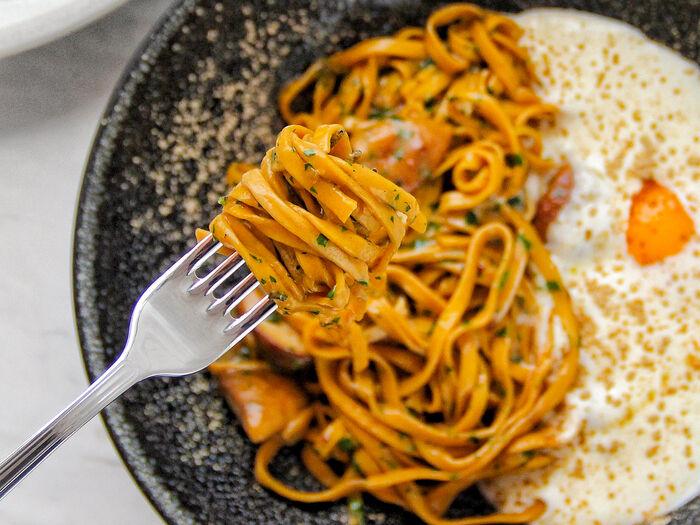 Тальолини с белыми грибами в трюфельном соусе