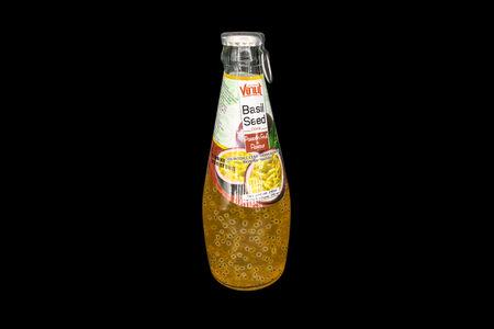 Напиток с семенами базилика маракуйя